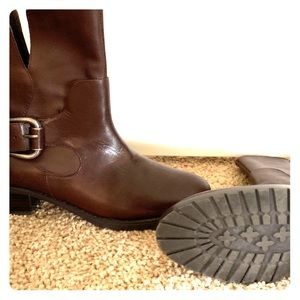 Size 8.5 Brown Donald J Pliner Boots. Brand New!